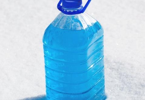 Замерзла жидкость в бачке омывателя? Что стоит и чего не стоит делать.