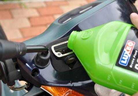 Сроки хранения тормозной жидкости автомобиля